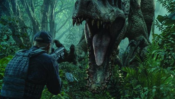(7) Филм: Светот Јура (Jurassic World)