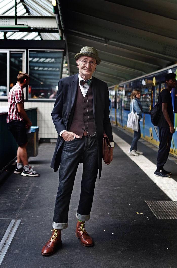 (1) Овој старец без сомнение има подобар моден стил од вашиот