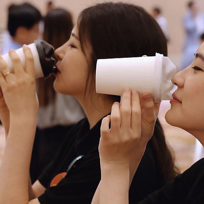 (4) Уникатно дизајнирани капачиња за чаши кои ве бакнуваат додека го пиете вашето утринско кафе