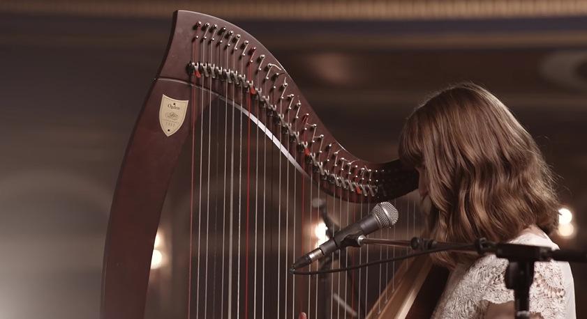 """Неверојатна обработка со харфа на песната """"Style"""" од Телор Свифт"""