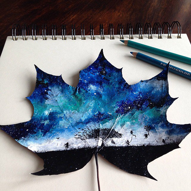 (1) Артистка создава неверојатни цртежи користејќи паднати есенски лисја како платно