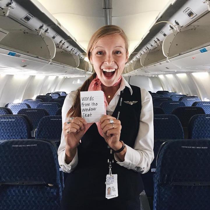 (1) Стјуардеса остава топли пораки за патниците во авион