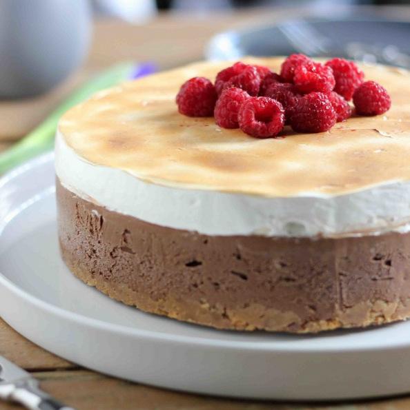 (1) Торта со малини во три слоеви, совршен десерт без печење за вашите најблиски