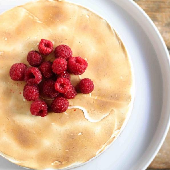 (2) Торта со малини во три слоеви, совршен десерт без печење за вашите најблиски