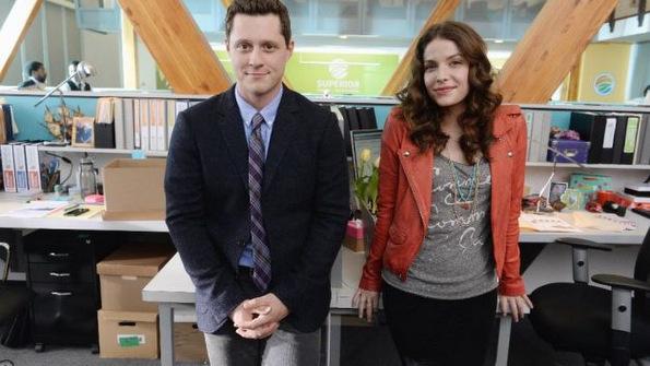 (4) 5 хумористични ТВ серии кои можат да ви ги исполнат студените викенди
