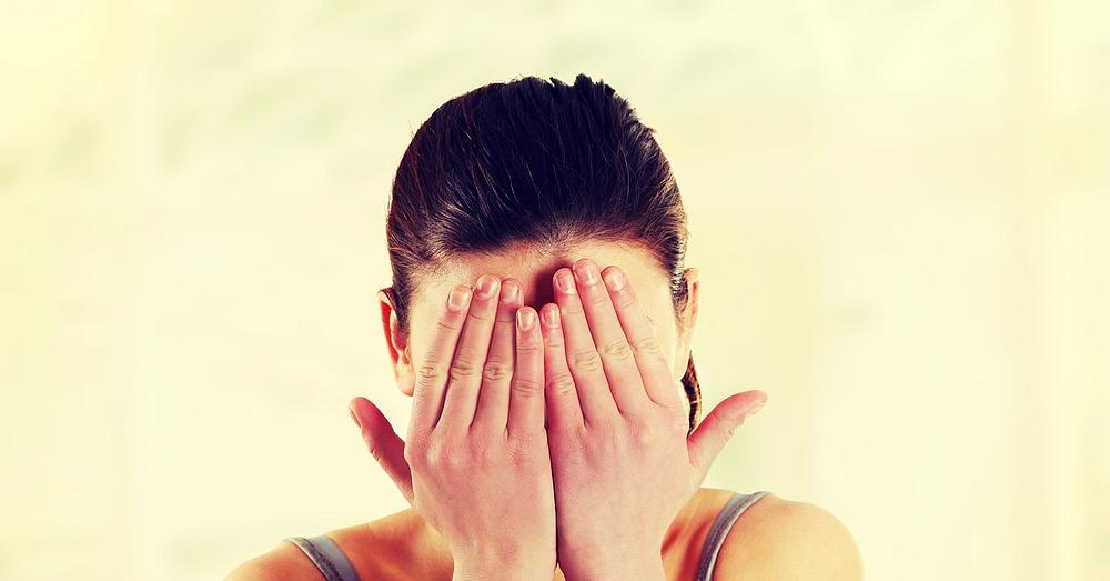 7 знаци дека сте во врска со претерано чувствителна личноста која премногу размислува