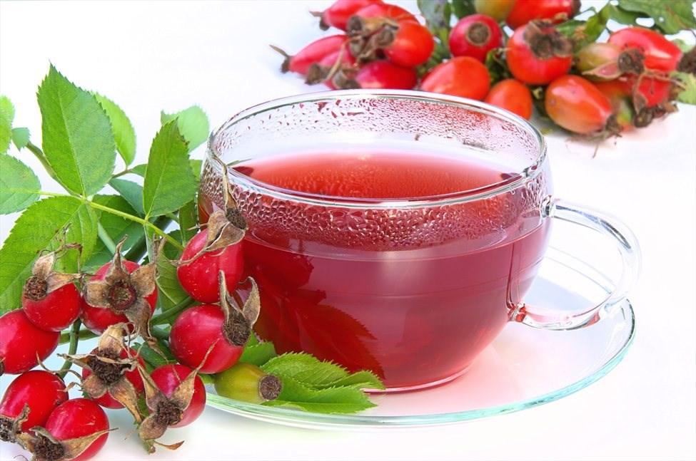 Чај од шипка: Заборавено задоволство кое ги лечи сите тегоби