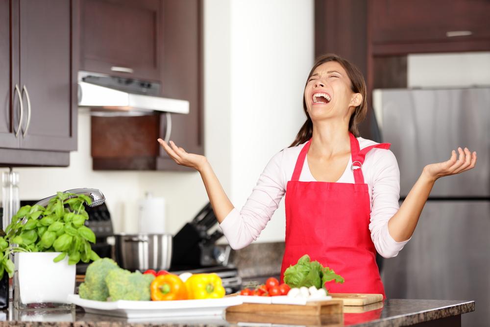 Жени ги признаваат најсмешните грешки кои ги направиле во кујна
