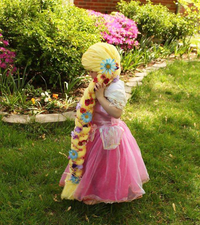 (1) Оваа мајка прави перики за девојчиња болни од рак со кои тие изгледаат како принцези од Дизни