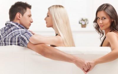 """Зошто кога мажите изневеруваат, сите ја обвинуваат """"другата жена""""?"""