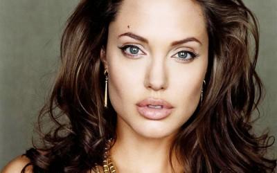 Како најефикасно да го нагласите волуменот на усните?