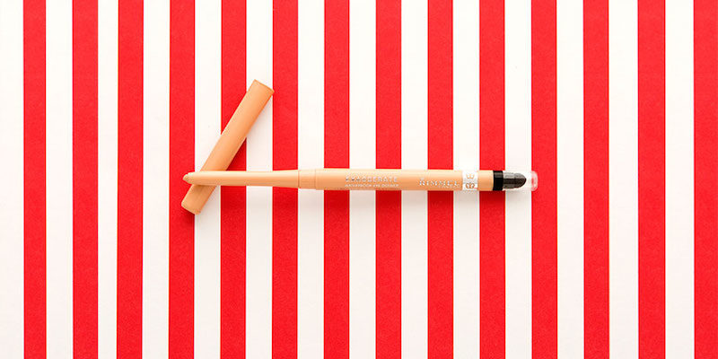 (1) Како со помош на моливче за очи да направите вашиот кармин да трае цела ноќ?