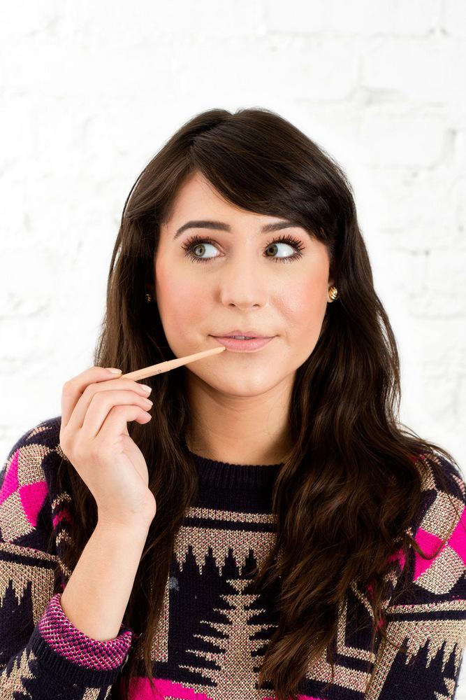 (2) Како со помош на моливче за очи да направите вашиот кармин да трае цела ноќ?