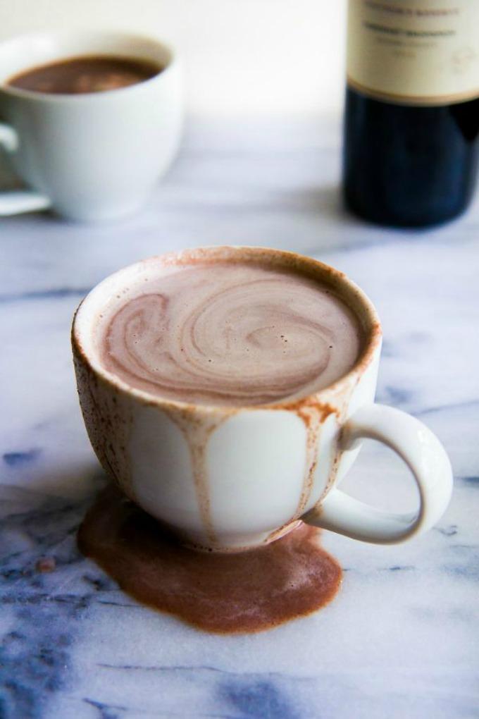 7-vrelo-i-slatko-zadovolstvo-topli-chokoladi-koi-mora-zadolzhitelno-da-gi-vkusite-ovaa-zima-www.kafepauza.mk_