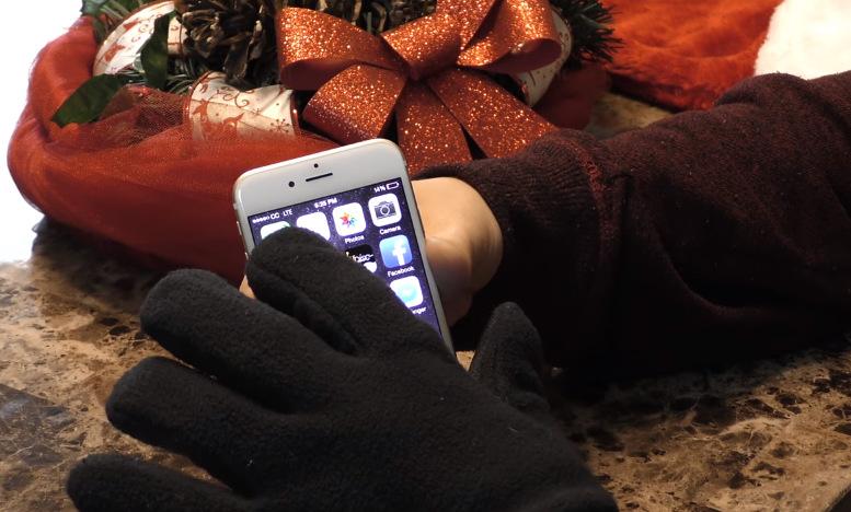 Направете сами: Топли ракавици кои нема да ве спречуваат да го користите вашиот смартфон