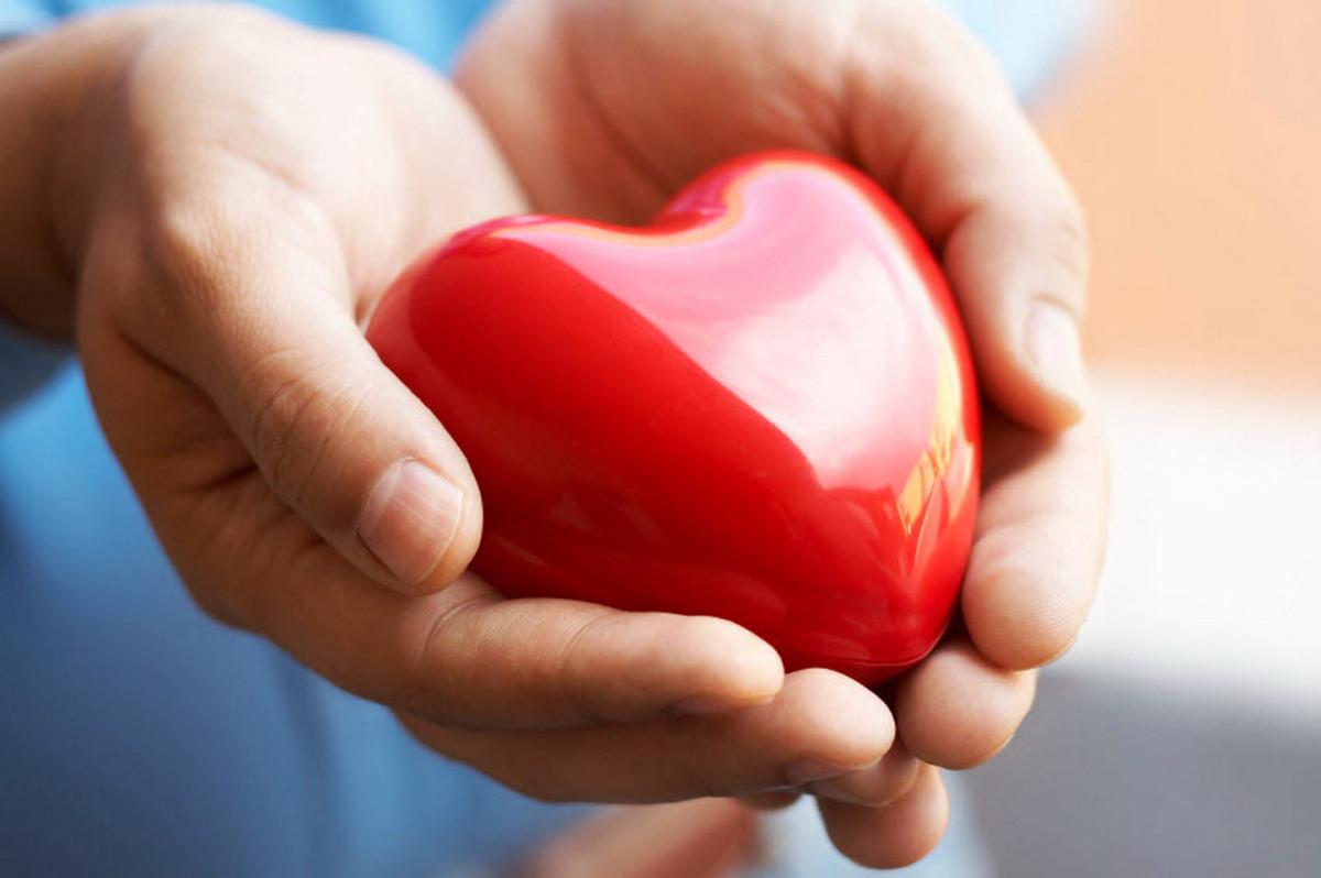 Спојте ги дланките и дознајте што ве чека во љубовта
