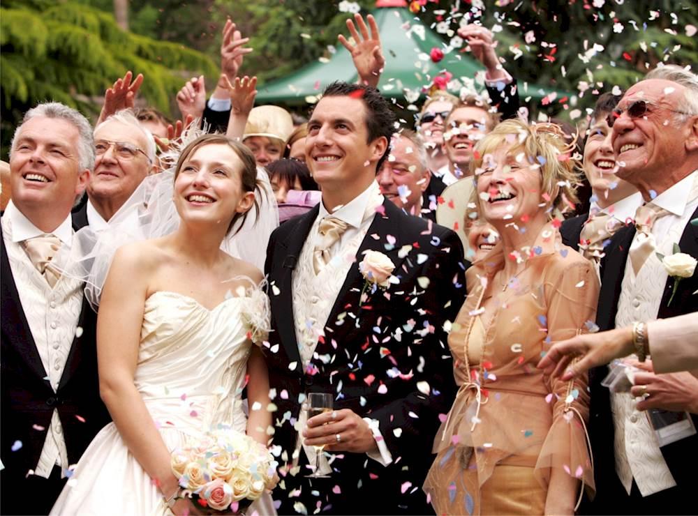 14 работи кои се случуваат кога сите ваши пријатели ќе почнат да стапуваат во брак