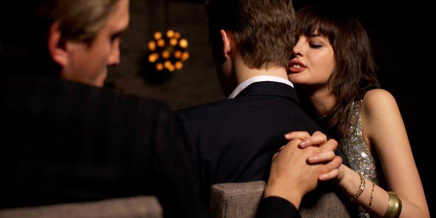 4 сигурни знаци дека вашиот партнер ве изневерува