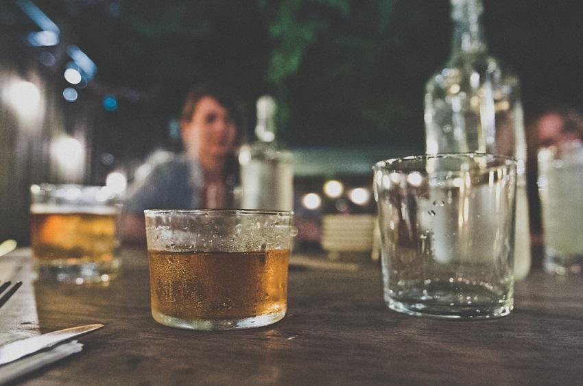 7 причини зошто луѓето што пијат виски се пријатно друштво