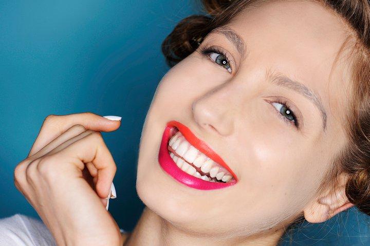 Пристигна најновиот моден тренд: Усни во две бои