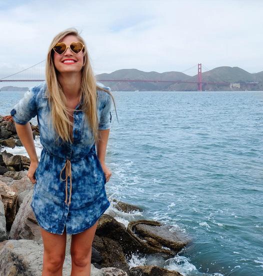 (1) Запознајте ја Кирстен, девојката чија професионална кариера е патување на неверојатни места