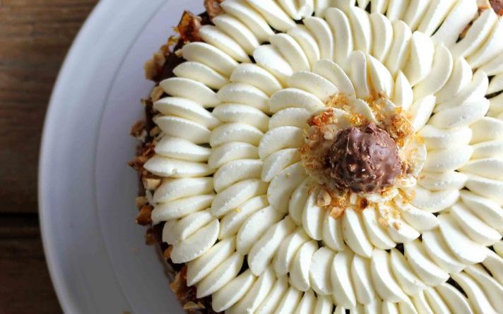 (2) Торта од кафе, чоколадо и лешници: Совршена за најубавите моменти во вашиот живот