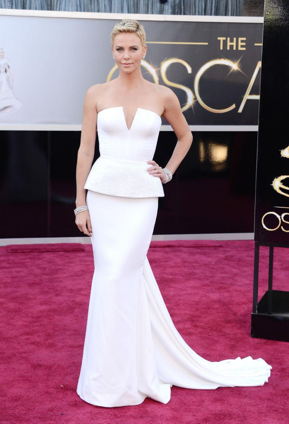 Оскари: 8-те најскапи фустани на сите времиња