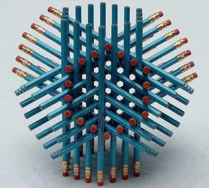 Дали спаѓате во малиот процент луѓе кои точно погодиле колку моливи има на овој цртеж?