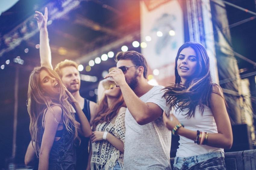 10 причини зошто паровите кои се забавуваат заедно се најсреќни