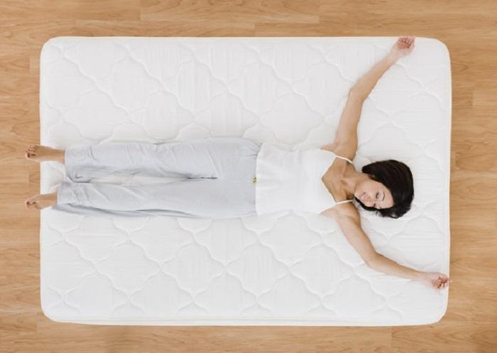 5 лесни начини како да ја преуредите вашата спална соба за подобро да спиете