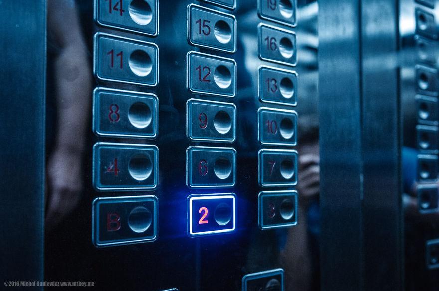 Хотелот официјално нема 5-ти кат и до него можете да стигнете само ако ги користите скалите. Вратата е скоро секогаш затворена, но ако успеете да влезете, местото е полно со пропагандни постери и луѓето шпекулираат дека се користи за шпионирање на гостите