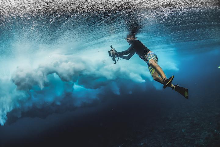 Неверојатни фотографии од океанските бранови кои изгледаат како да се направени од стакло