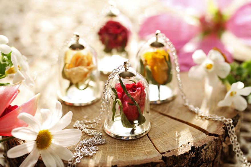 Накит во терариум ви дозволува да понесете дел од природата со себе