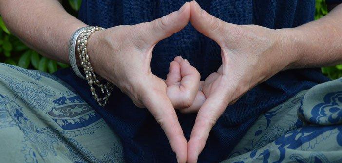 Положба на прстите која може да ве смири и веднаш да ве врати во рамнотежа