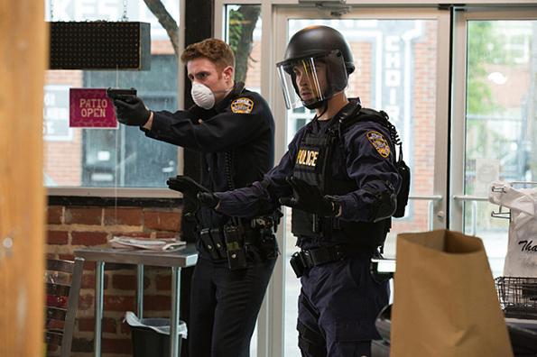 (2) ТВ серија: Задржување (Containment)