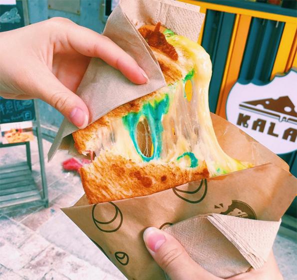 (5) Би го пробале ли овој тост со кашкавал во сите бои од виножитото?