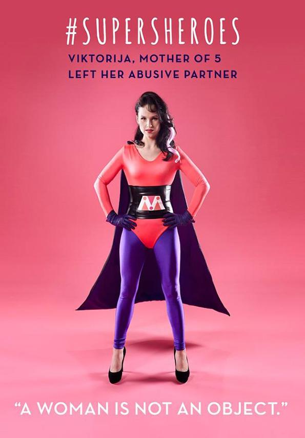 (6) 5 жени кои преживеале домашно насилство ја покажуваат својата сила преку моќни фотографии
