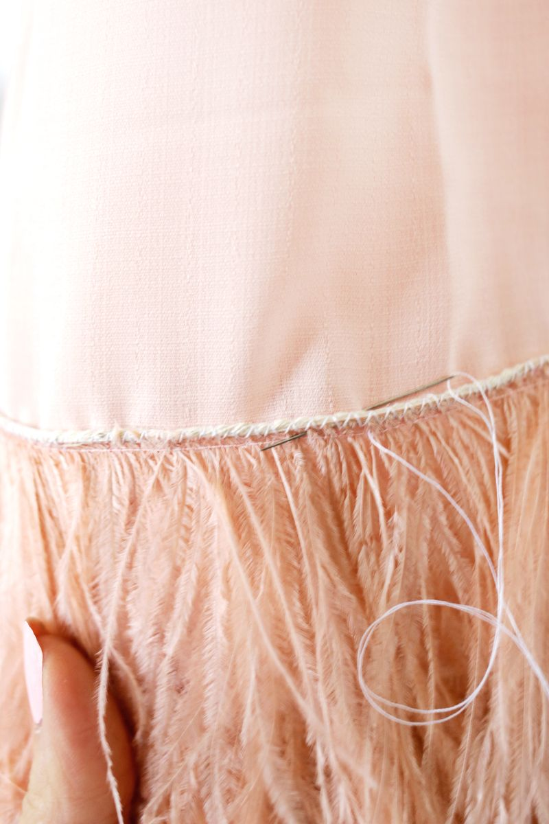 7-napravi-sam-osvezhete-go-dosadniot-fustan-so-krzno-i-kje-dobiete-parche-obleka-od-sonishtata-www.kafepauza.mk_