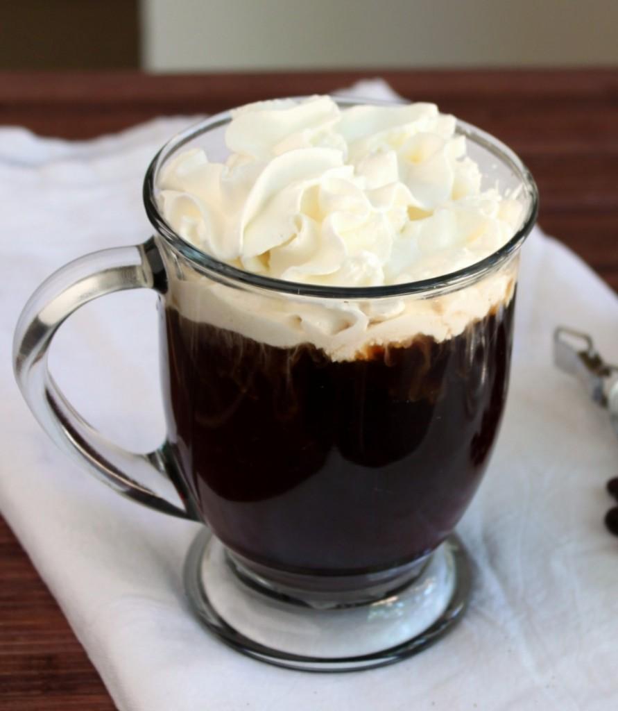 Кафе со апсинт за одличен крај на работната недела