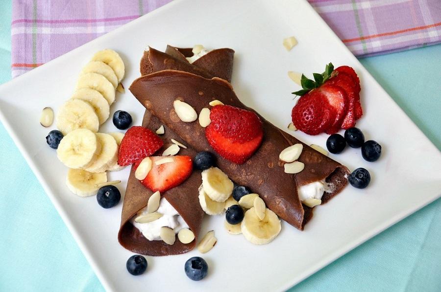 Разбудете ги вашите сетила: Чоколадни палачинки со шумско овошје