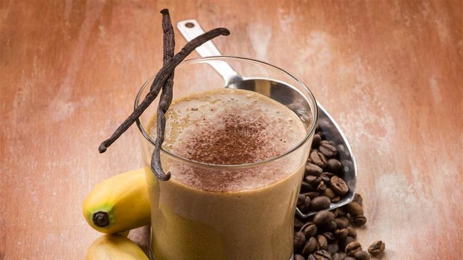 Вкусно освежително смуди од банани и кафе