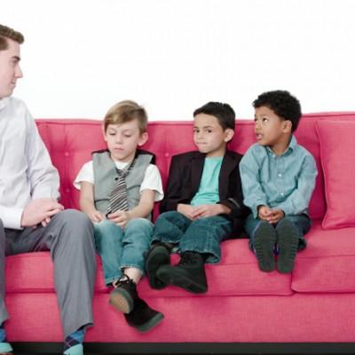 Погледнете како овие мали момчиња даваат совети за љубовните врски