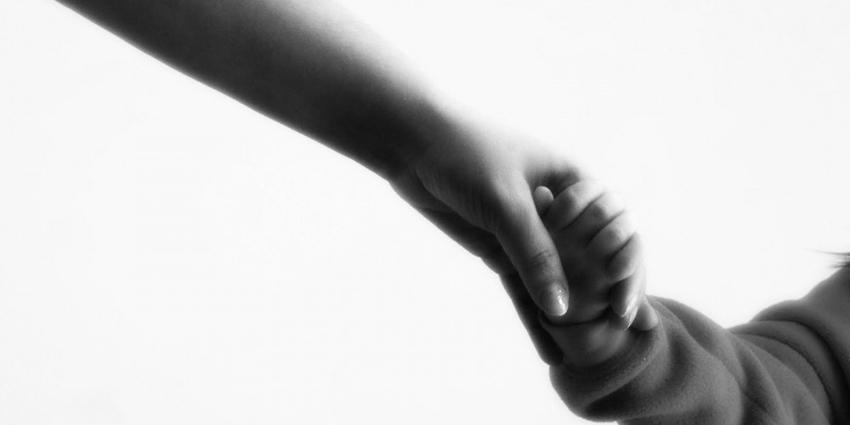 Трогателен есеј за животот на една мајка по смртта на нејзиното дете што ќе ве доведе до солзи
