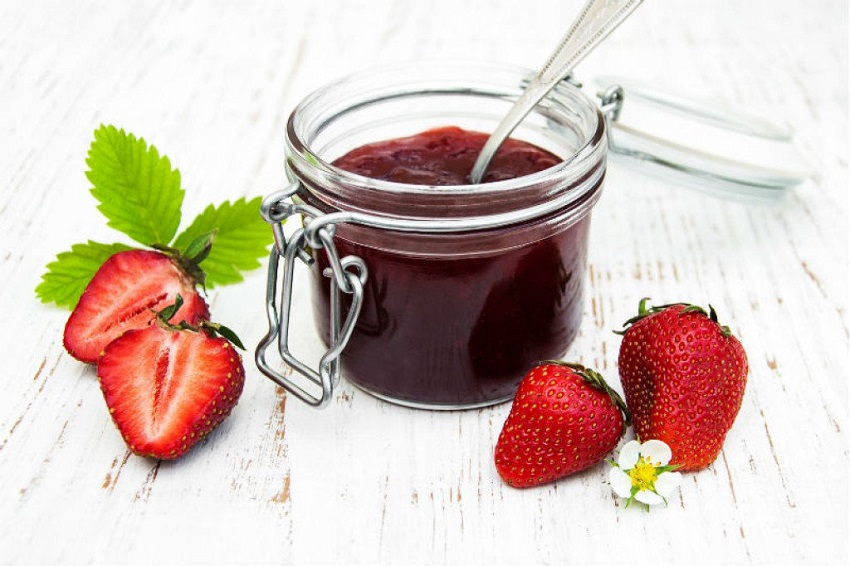 Без шеќер и конзерванси: Најлесниот рецепт за домашен џем од јагоди