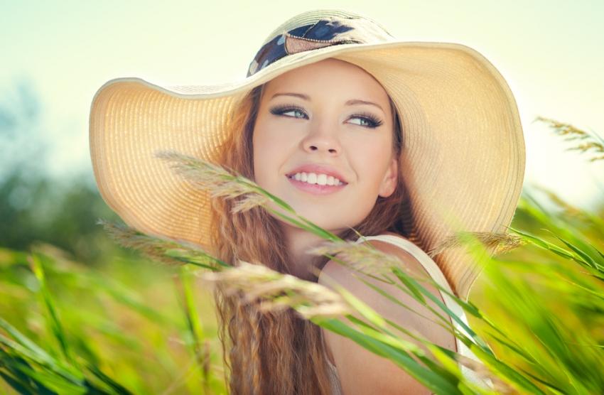 Водич за совршената кожа: Кои витамини се најдобрите противници на брчките и нееднаквиот тен