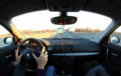 9 предмети кои не смеете да ги чувате во автомобилот