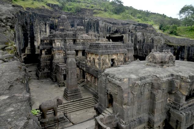 Храмот Каиласа во Индија: Неуништлива планинска градба направена со непозната технологија