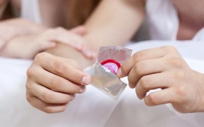 Мажите помалку користат презервативи кога сметаат дека партнерката е привлечна