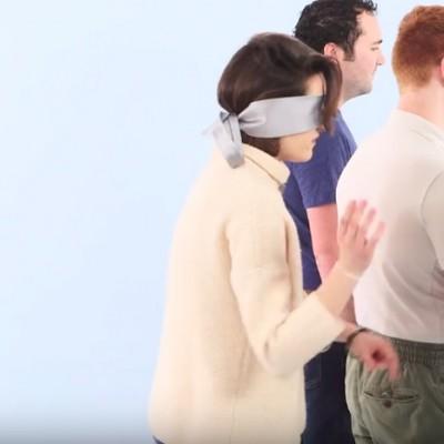 Погледнете како овие жени со покриени очи се обидуваат да го препознаат задникот на нивниот партнер