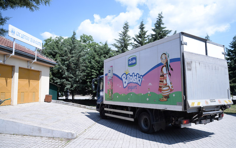 2-bimilk-go-odbelezha-1-juni-svetskiot-den-na-mlekoto-3-000-litri-bitolsko-mleko-za-decata-vo-sos-detsko-selo-kafepauza.mk